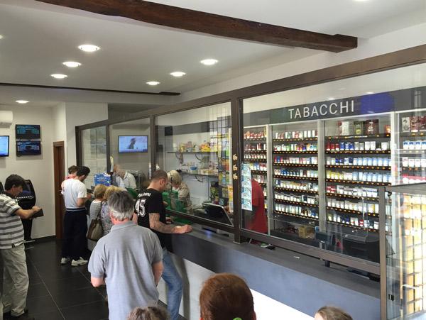 Grandi negozi arredamento with grandi negozi arredamento for Arredamento indonesiano