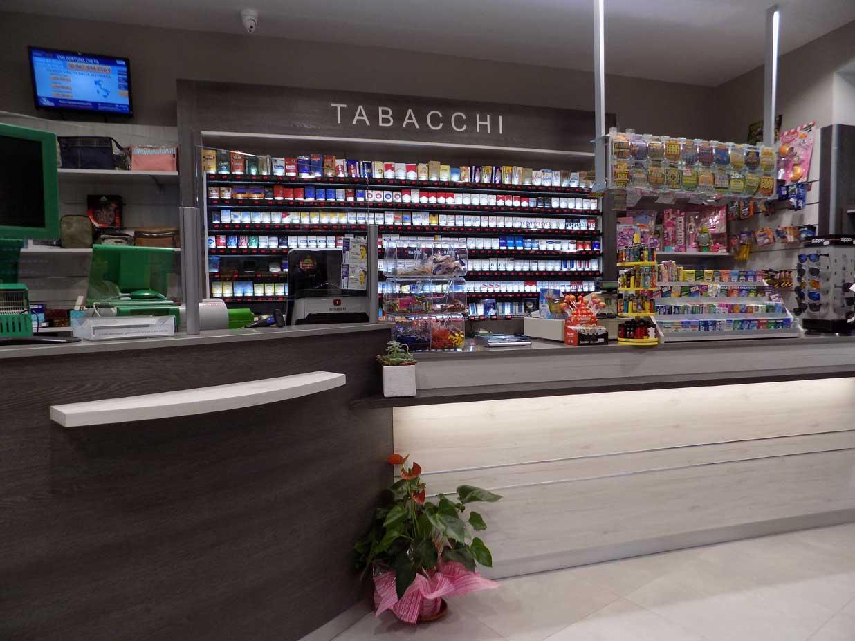 Tabaccheria gonella moretta cn nuove forme for Arredamento bar tabacchi usato
