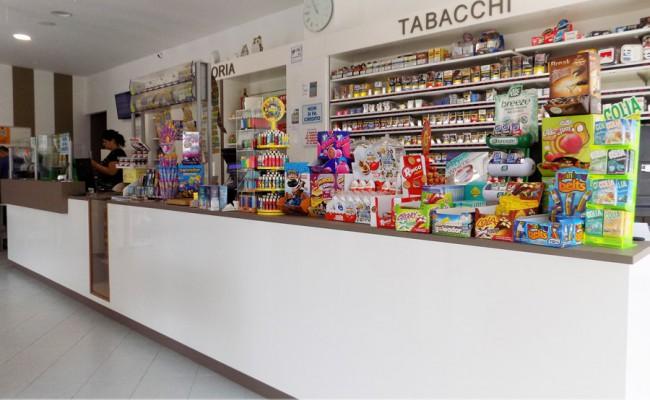 Tabaccheria 78 turi ba nuove forme for Arredamento tabaccheria usato