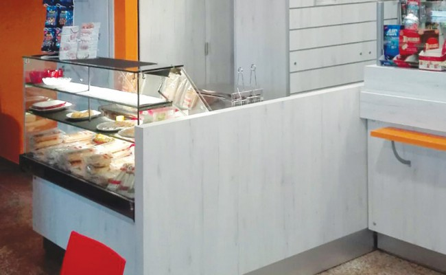 Tab-Bar-stazione-ferroviaria-Brindisi,-Nuove-Forme-arredamenti-05
