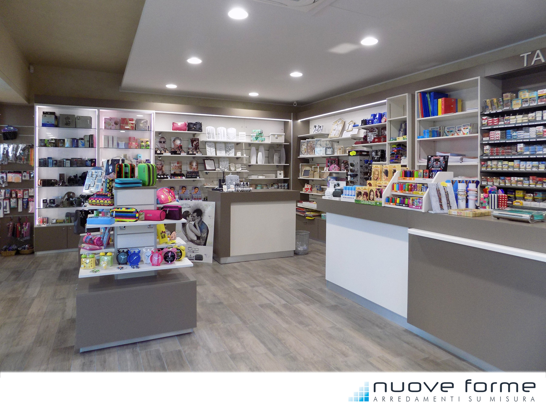 Nuove Forme snc   Arredo Bar Tabacchi Farmacie su misura