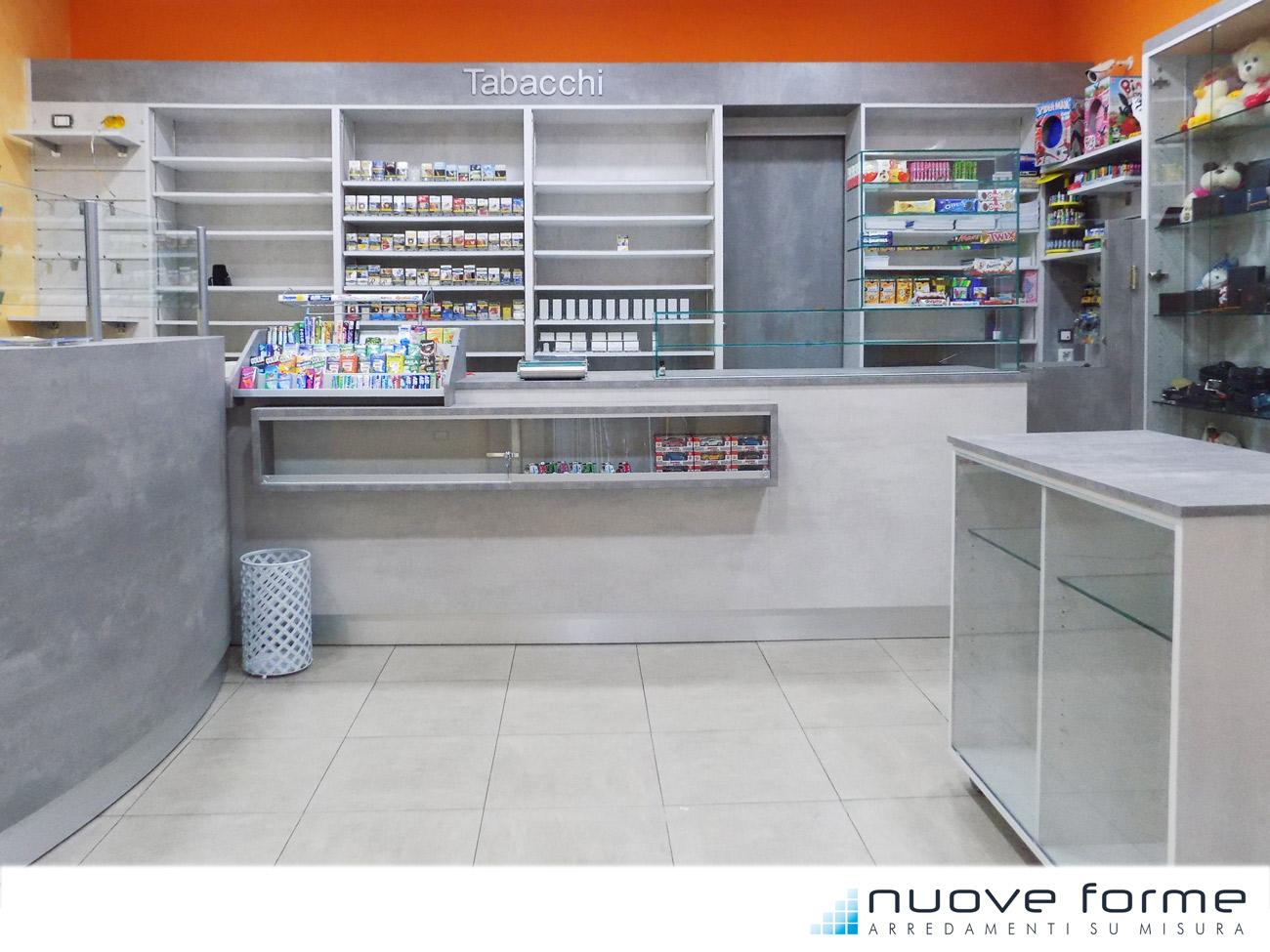 Nuove forme snc arredo bar tabacchi farmacie su misura for Arredamento bar tabacchi usato