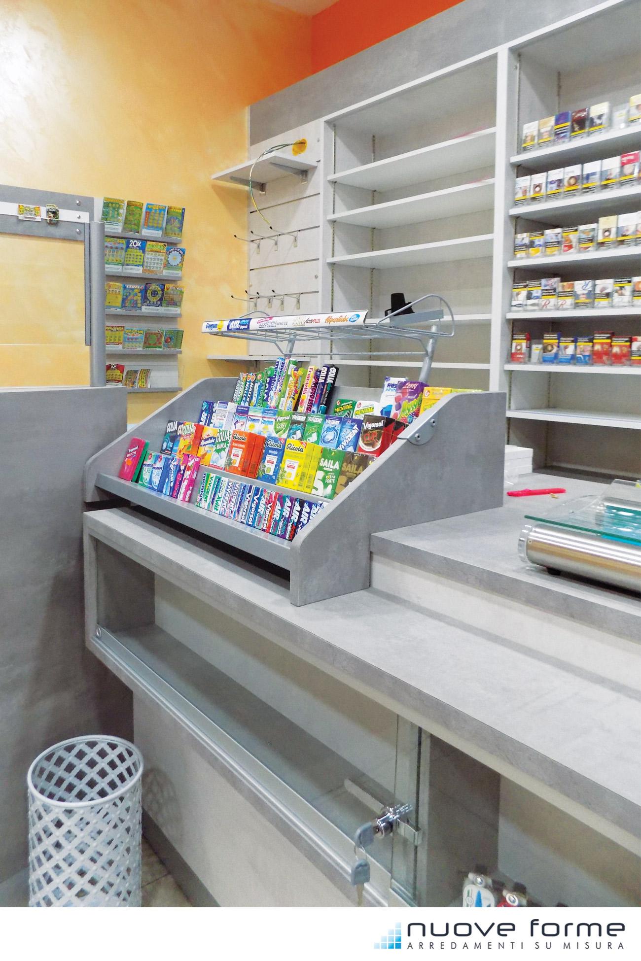 Nuove forme snc arredo bar tabacchi farmacie su misura for Ap arredamenti